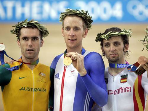 Tour de France race leader Brad Wiggins (C) says he's coming to grips with speculation about doping. (AAP)