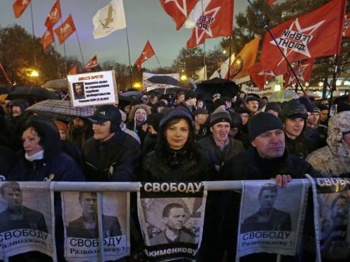 Protesters have turned up at a rally in Moscow to denounce the government's Stalin-era tactics. (AAP)