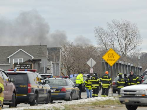 A US ex-convict set a house and car ablaze and shot dead two firefighters before killing himself. (AAP)