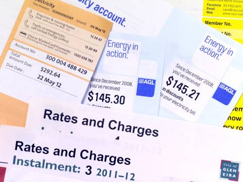 Energy retailers say consumers won't see instant cuts in their bills if the carbon tax is abolished. (AAP)