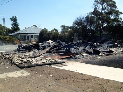 Bushfires in southern Tasmania may have claimed a number of lives, police say. (AAP)