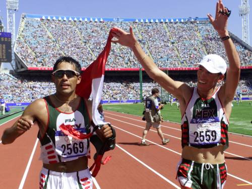 Mexican athlete Noe Hernandez (R) has been seriously wounded in a shooting near Mexico City. (AAP)