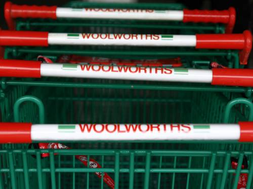 Woolworths has been allowed to delay a meeting to discuss placing restrictions on its pokies. (AAP)