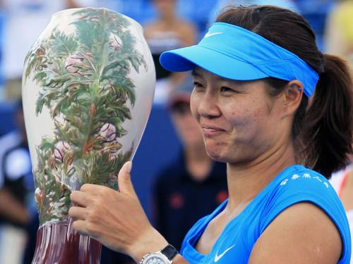 China's Li Na (pic) defeated Angelique Kerber 1-6 6-3 6-1 in the final of the Cincinnati Masters. (AAP)