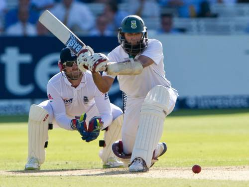 Hashim Amla scored an unbeaten half-century as South Africa defied England to reach 3-145. (AAP)