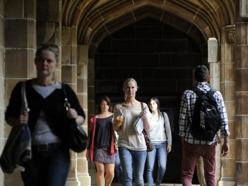 The commonwealth-funded Grattan Institute says tertiary students should pay higher course fees. (AAP)