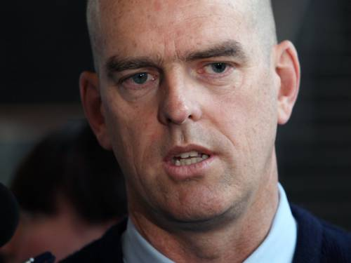 An ombudsman report has cleared former Victorian top cop Simon Overland of corrupt conduct. (AAP)