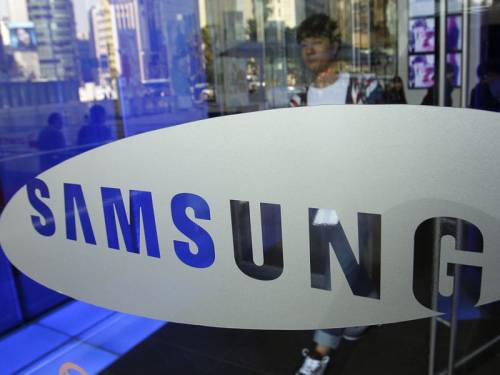 A US jury has ordered Samsung to pay Apple $US1.05 billion. (AAP)