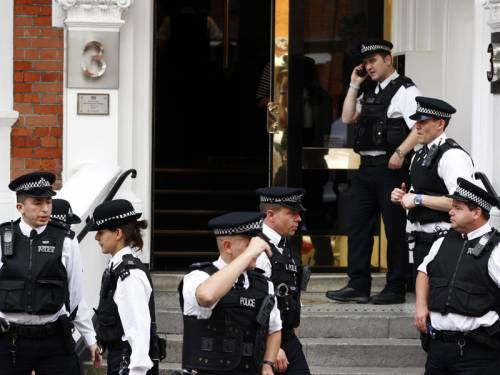 London police guard the Ecuadorian embassy, where Julian Assange is holed up.  (AAP).