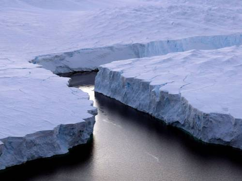 An iceberg twice the size of Manhattan has broken off one of Greenland's largest glaciers. (AAP)