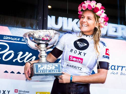 Stephanie Gilmore has claimed her fifth world title with victory in Roxy Pro in Biarritz. (AAP)