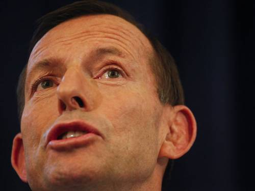 Opposition Leader Tony Abbott has defended Julie Bishop's Sri Lankan deportation plan. (AAP)