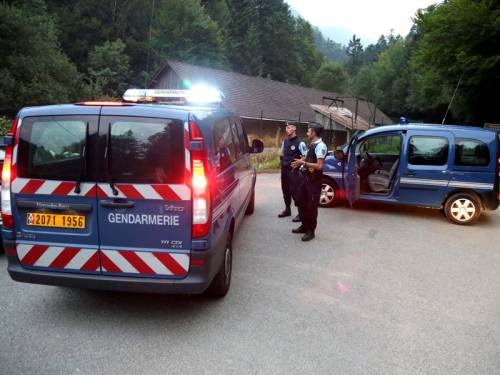 Investigators into the murders of a British family in the French Alps are pinning their hopes on the wounded seven-year girl. (AAP)