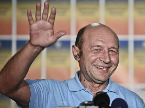 Romanian President Traian Basescu has escaped impeachment due to a low voter turnout. (AAP)