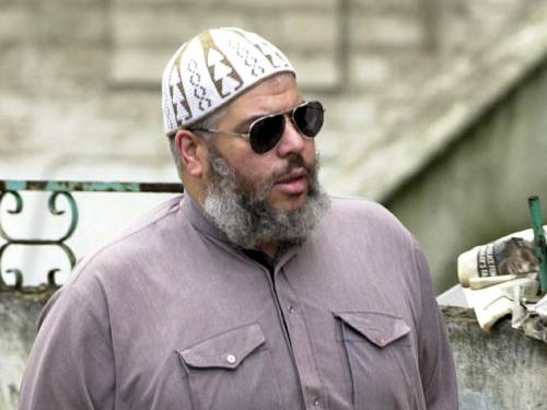 Radical Islamist preacher Abu Hamza al-Masri is on his way from Britain to the US. (AAP)