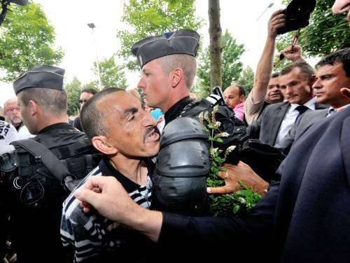 Angry residents confronted France's Interior Minister in Amiens, where riots left 16 police injured. (AAP)