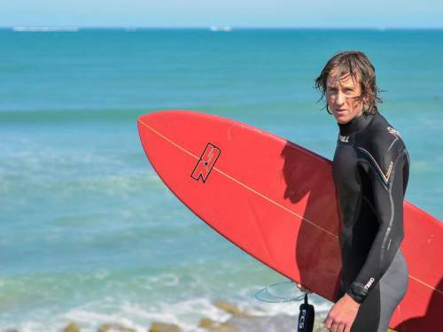 WA authorities are continuing to hunt for a shark which killed a surfer off the southwest coast. (AAP)