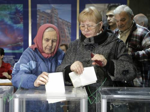 Ukraine's ruling party is facing a strong election challenge from the party of the jailed ex-PM. (AAP)
