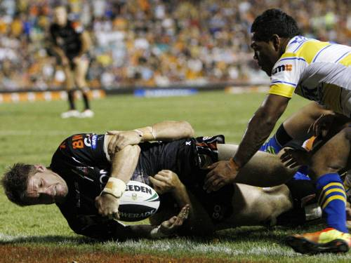 Chris Lawrence scored twice in the opening 20 minutes for the Wests Tigers to win over Parramatta. (AAP)
