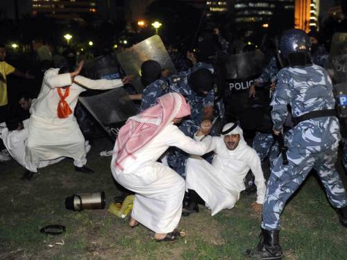 Kuwaiti riot police clashed with protesters rallying against a decision to change the electoral law. (AAP)