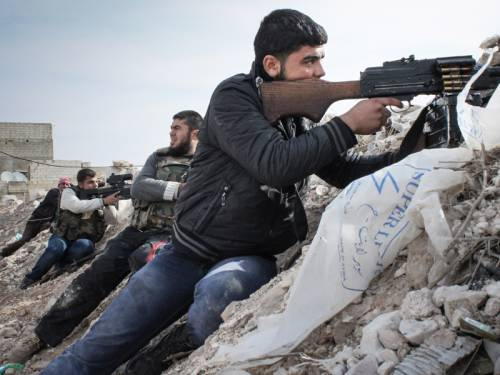 Two main Kurdish groups have agreed to join forces in a standoff with Islamist rebels in Syria. (AAP)