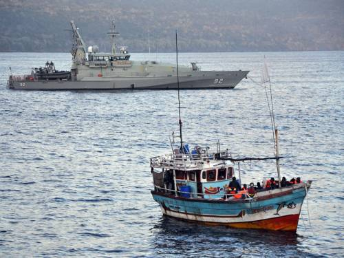 A boat carrying 17 asylum seekers has been intercepted off Cocos Islands (AAP).