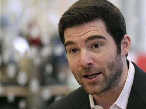 LinkedIn CEO Jeff Weiner talks to reporters during the Reuters Technology Summit in San Francisco, California May 17, 2010. REUTERS/Robert Galbraith