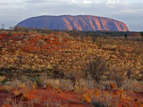 The Anangu traditional owners of Uluru are set to celebrate the 25th anniversary of the handback of the Australian icon to them. (Getty)