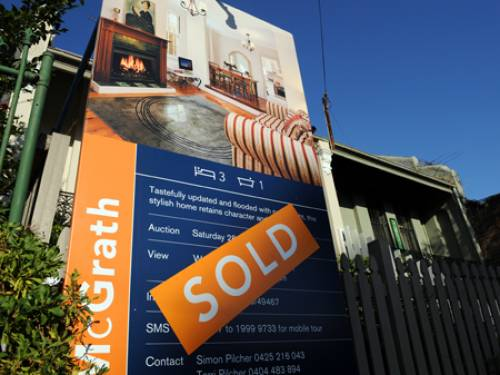 Only five per cent of the 786 people surveyed had no plans to buy property, while seven per cent said they would rather buy shares, the poll published on Tuesday showed. (AAP)