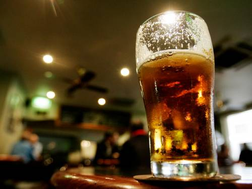 Australia's three biggest sporting codes are under pressure to end alcohol sponsorship, after a dozen other clubs banned such funding. (AAP)