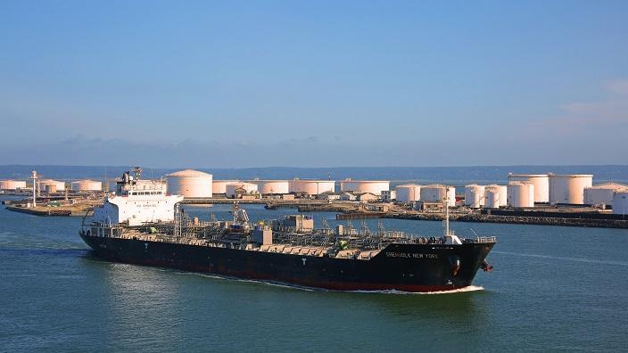 石油提練設施 (Flickr/Rennett Stowe)