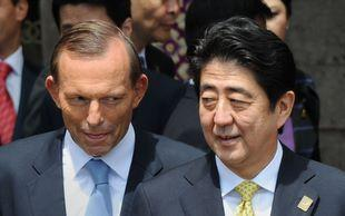 Punong Ministro Tony Abbott at PM Shinzo Abe ng Japan