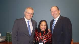 Kinkela (gitna) at  Minister of Immgiration Scott Morrison (kaliwa0  at Liberal MP Luke Simpkins (