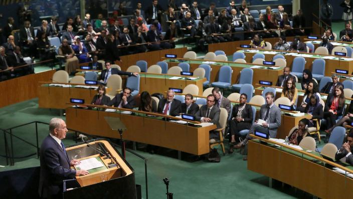 Si Binyakin Netanyahu habang naagsasalita sa General Assembly