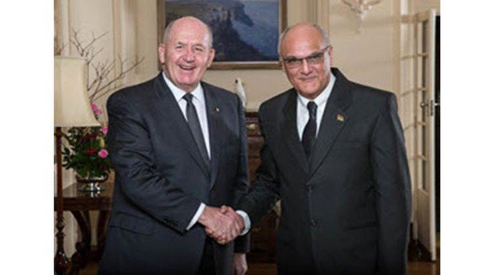 Sir Peter Cosgrove, Governor-General of Australia and Mr Cavalot