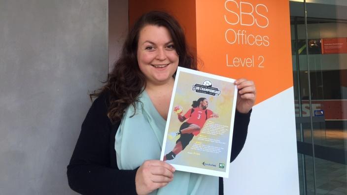 Linda Lee Hofer macht Werbung für ihr Handballturnier vom 2.-5. Juni in Geelong VIC