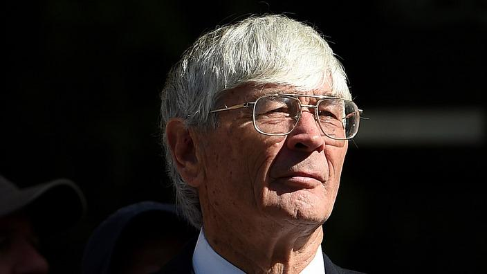 Dick Smith - AAP