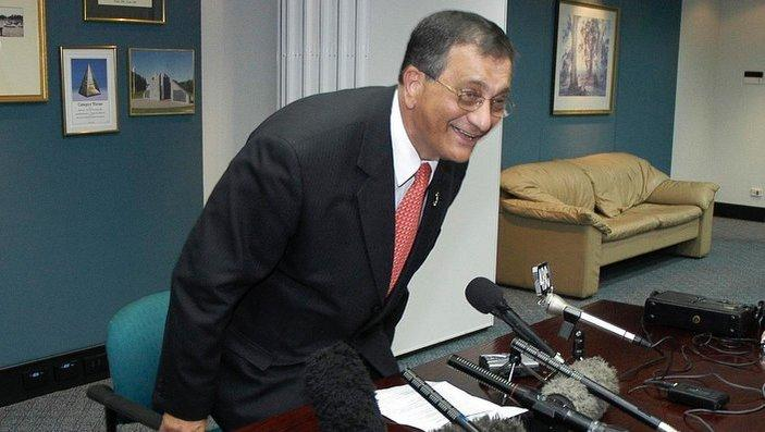 Brisbane, October 22, 2004. Labor stalwart Con Sciacca concedes defeat in the 2004 federal election