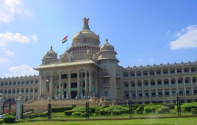 ವಿಧಾನ ಸೌಧ - ರಾಜ್ಯದ ಶಾಸಕಾಂಗ ಭವನ ಮತ್ತು ಸರ್ಕಾರಿ ಮಂತ್ರಾಲಯ