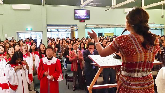 멜번에서 예배 중인 호주 친 커뮤니티 구성원