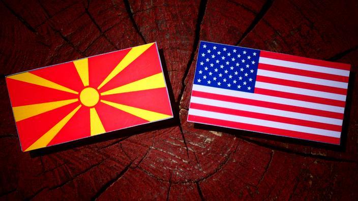 Знамиња на Република Македонија и САД