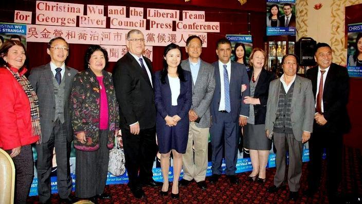 吴金莹(左五)和乔治河市自由党候选人团队