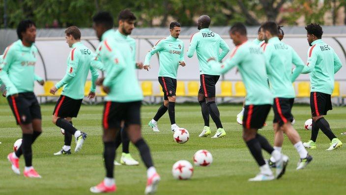 Portugueses treinam para o duelo na Arena Kazan , na Rússia