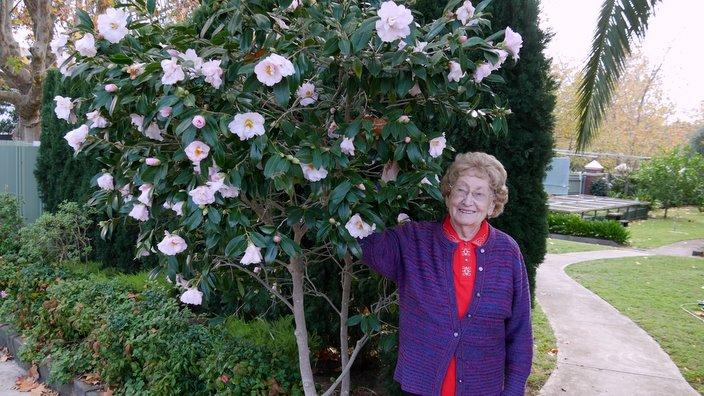 Anita Pleško pri slovenskem misijonu v Kewju
