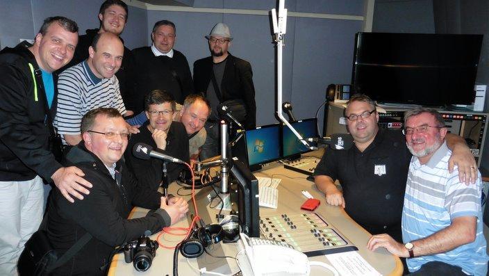 Oktet Oremus, p. Ciril Božič in Lenti Lenko v studiu Radia SBS