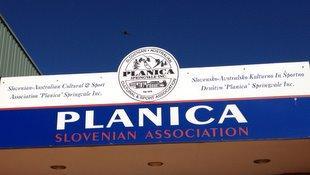 Glavni vhod Slovenskega Društva Planica
