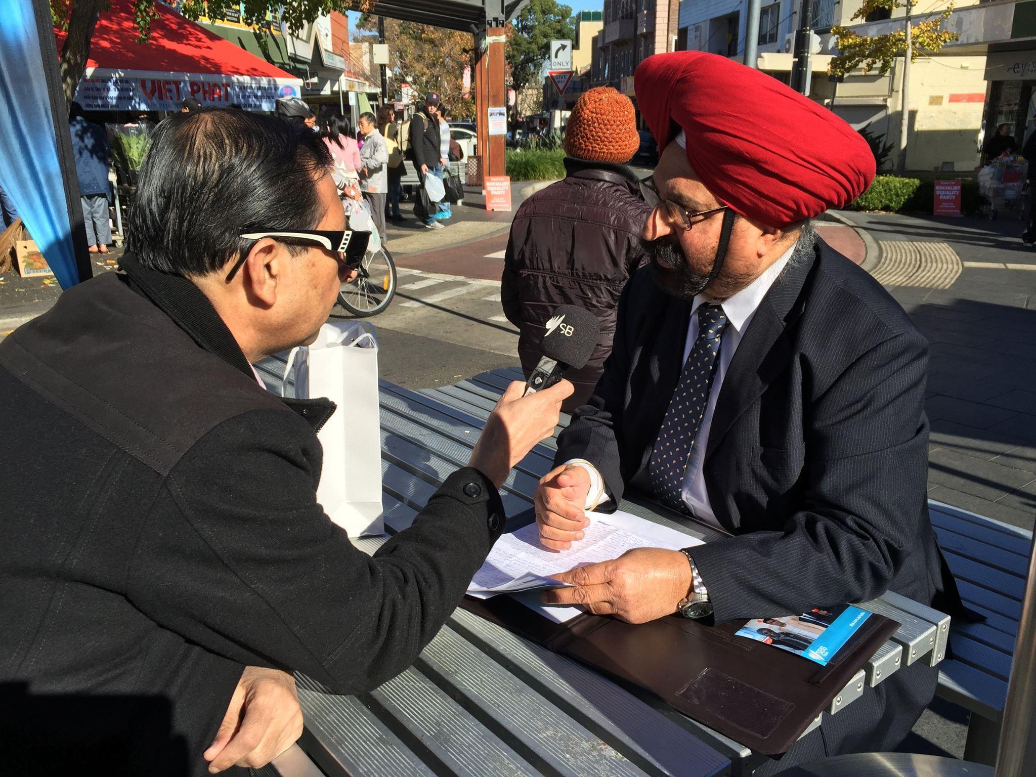 SBS Urdu Executive Producer Rehan Alavi interviewing a listener