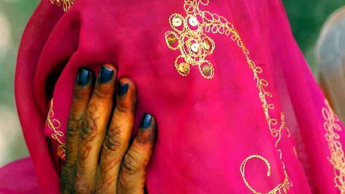 Một cô dâu trẻ trong ngày cưới - AAP