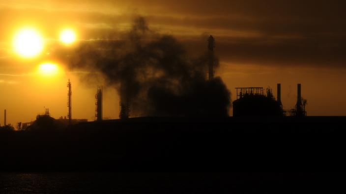 Steam and other emissions from an industrial power plant in Melbourne
