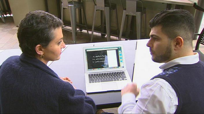 Penny Kyprianou (bên trái) và Kyriakos Gold (SBS)